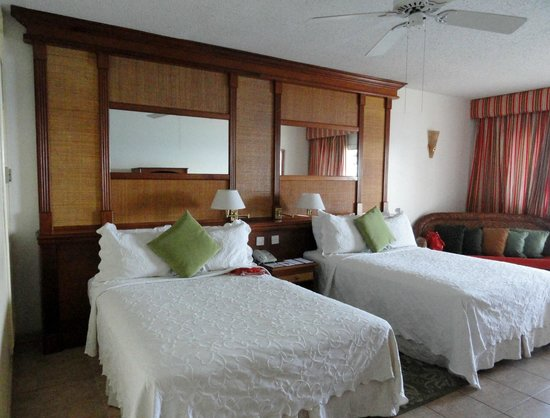 Fort Young Hotel: Bedroom with two double beds