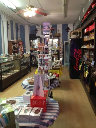 Laura's Candies : Small shop full of sugary goodness!