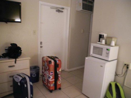 Fairways Inn of Naples: Eingangstür mit Kühlschrank