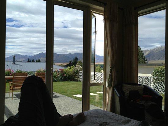 Tekapo Heights: View from room that opens up to the courtyard