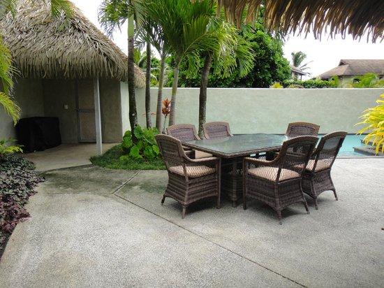 Te Manava Luxury Villas & Spa : pool / bbq area