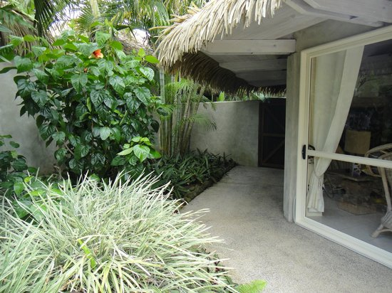 Te Manava Luxury Villas & Spa: side access