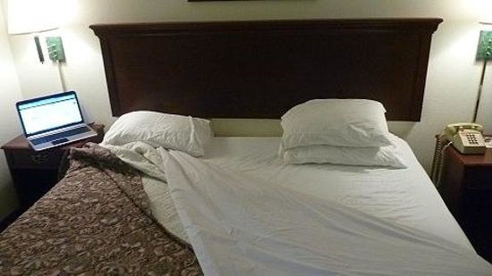 Econo Lodge Crystal Coast: Bed