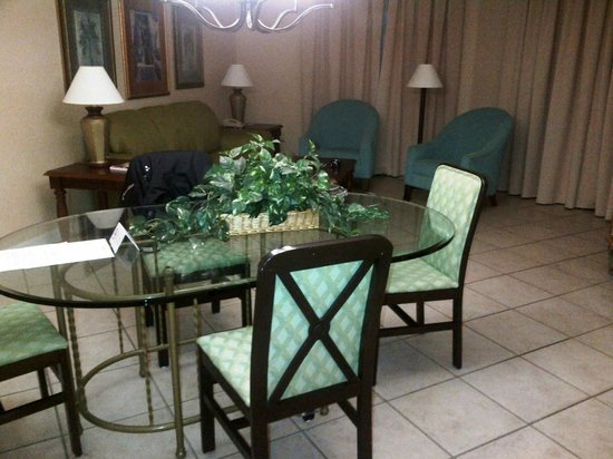 Vacation Village at Weston: Boring decor in dining area but suitable