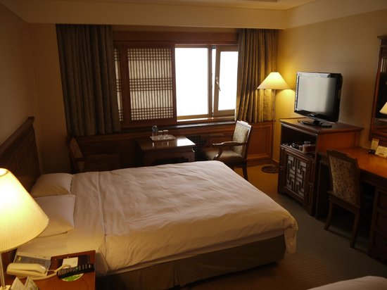 Hotel Commodore Busan: the room