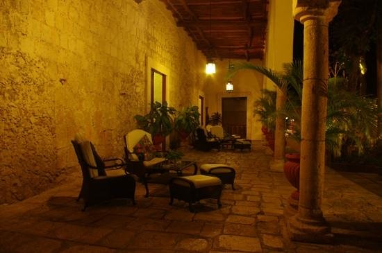 Hacienda Chichen: le salon exterieur