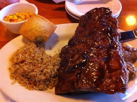 Montana's BBQ & Bar: Delicious Rib & Wing combo