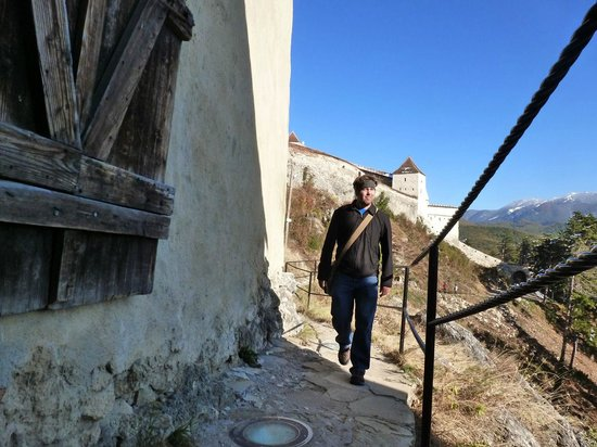 Rasnov Citadel: Walking around the walls