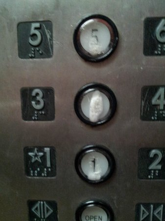 Mountain Vista Inn & Suites : Foam covered buttons