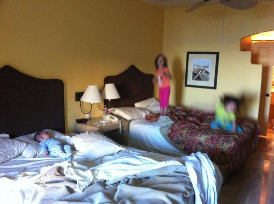 Penasco Del Sol Hotel: Our room, 2 queen beds