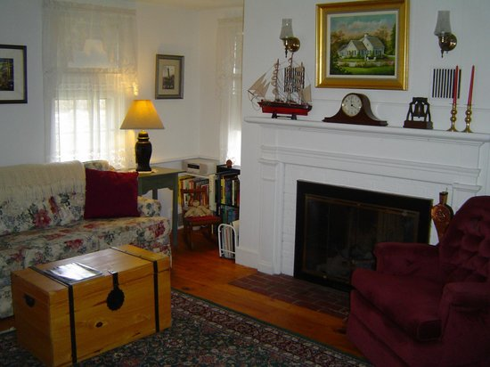 Michael's Cottages: B&B living area