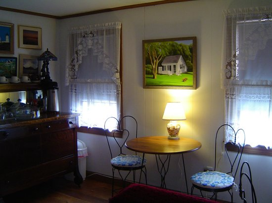 Michael's Cottages: B&B breakfast area