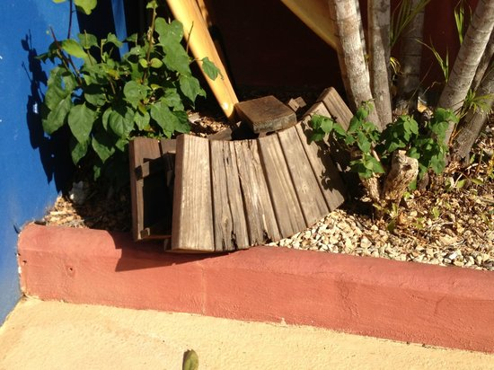 Massai Apartments: Rotten outside seating for hot tub thrown aside in pool area