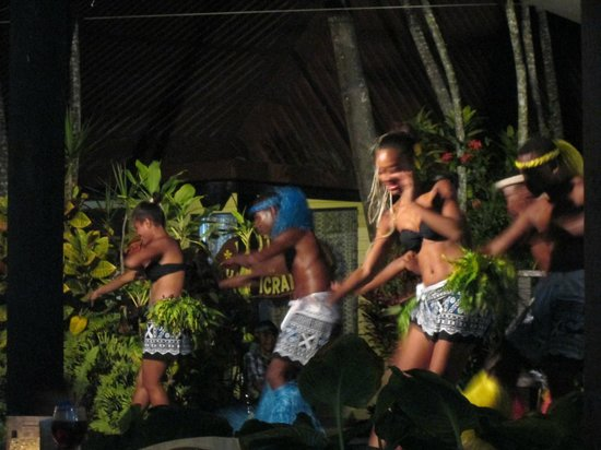 Gecko's Resort: traditional dancing
