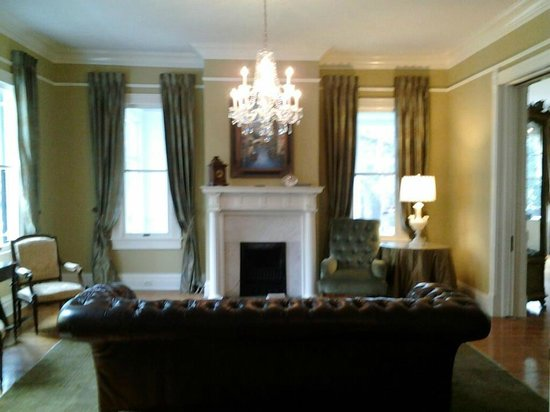 The Twelve Oaks Bed & Breakfast: Family Room