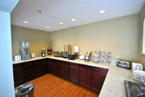 Desert Inn: Hot and Continental Breakfast area