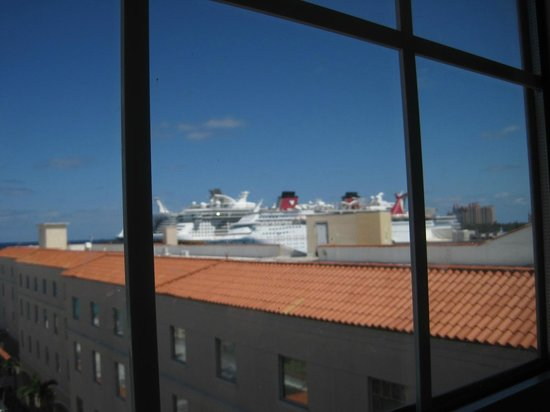British Colonial Hilton Nassau: View from the room looking towards the Cruiseline docks (slightly right)