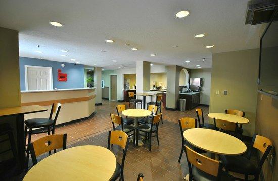 Desert Inn: Dining area