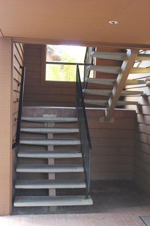 BEST WESTERN Seacliff Inn: Stairs you get to haul your luggage up