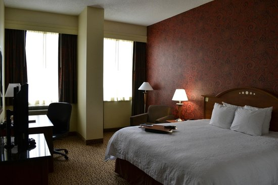 Hampton Inn and Suites Columbus Downtown: Very nice rooms with comfy - clean beds!