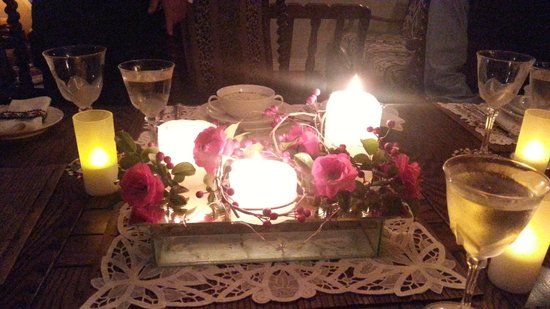 Tivoli Homestay: Centre piece at the dinner table