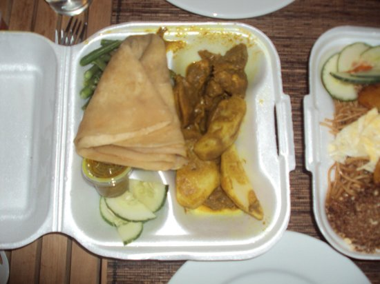 De Ruyter Cafe: Roti Chicken (and to the right a little glimpse of the Bami)