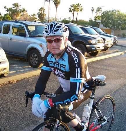 ‪‪A Place in the Sun Garden Hotel‬: Jim out front waiting to leave for the Tour de Palm Springs.‬