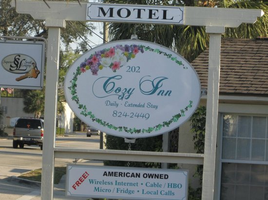 The Cozy Inn: The sign that welcomes you