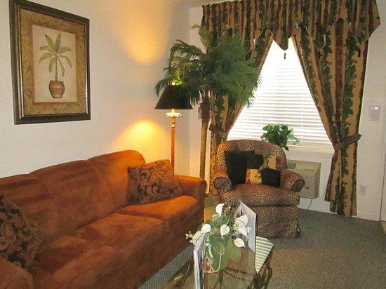 The Cozy Inn: Beautiful Decor in living room
