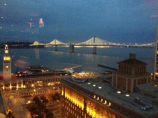 ‪‪Hyatt Regency San Francisco‬: View of lights on Bay Bridge from Regency Club‬