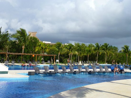 BlueBay Grand Esmeralda: The pool