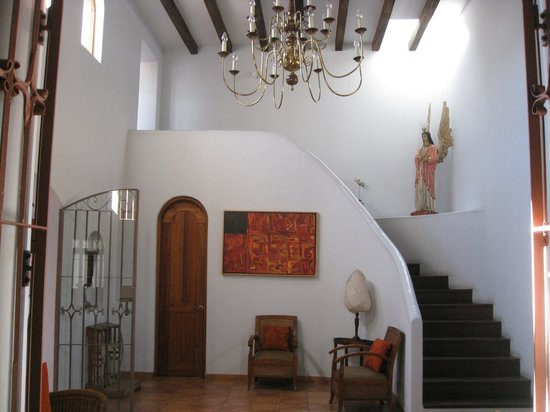 Casa de los Milagros B&B: Stairs leading to 2nd floor