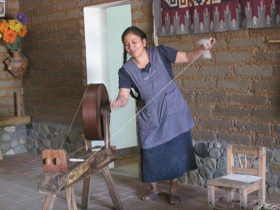 Casa de los Milagros B&B: Spinning Yarn