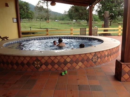 Hotel La Pradera del Arenal: area de piscinas