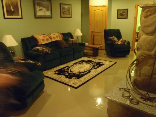 Kettle Creek Adventures Lodge and B&B: 3rd living area