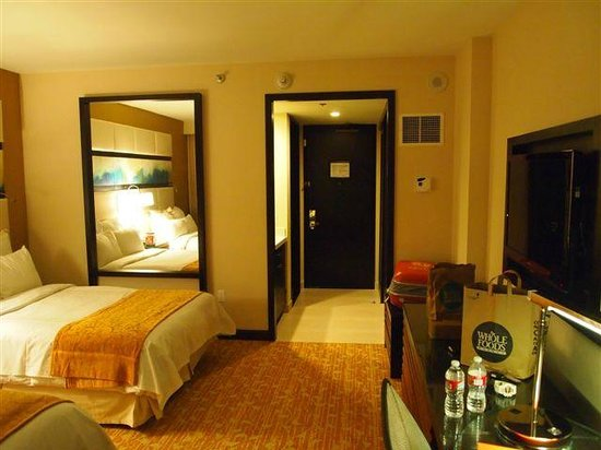 The L.A. Hotel Downtown: room