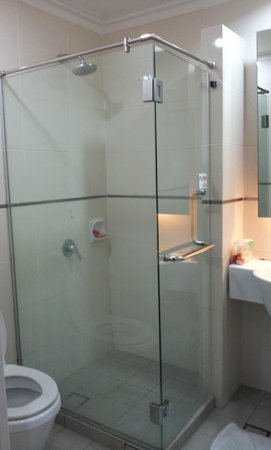 Tune Hotel Waterfront Kuching: bathroom