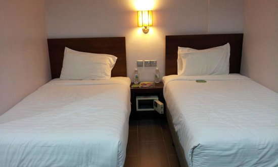 Tune Hotel Waterfront Kuching: twin beds