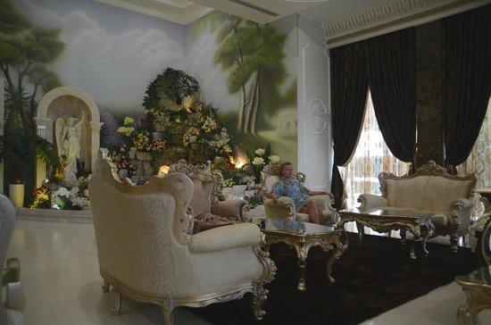 LK The Empress: холл отеля, зона отдыха