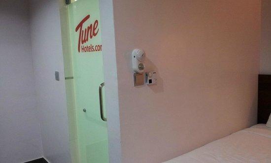 Tune Hotel Waterfront Kuching: the bathroom door & fan control