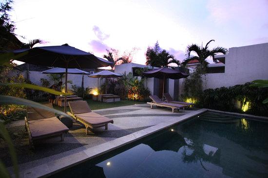 La Belle Villa: Pool Area