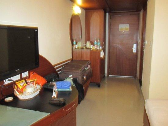 Hotel NKM's Grand: Room