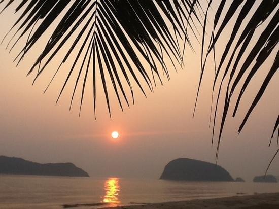 Blue Beach Resort: sunrise