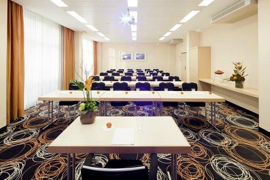 Movenpick hotel nuremberg airport updated 2017 reviews for Nurnberg hotel