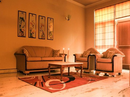 SABS Homestay: COMFORT OF LOUNGE AND LIVING AREA