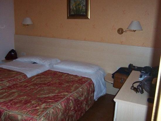 Club Hotel La Vela: schönes Schlafzimmer