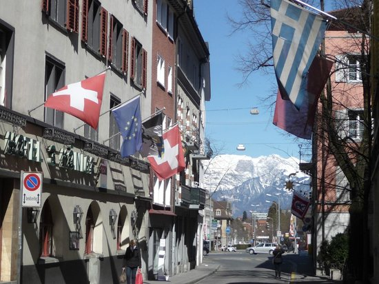 Hotel Drei Konige: Street view of Hotel