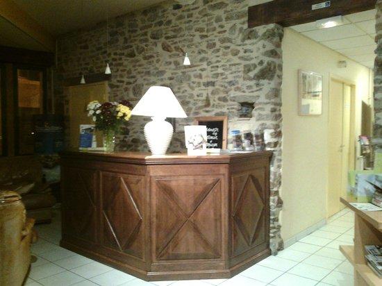 Le Champalud : Comptoir hôtel