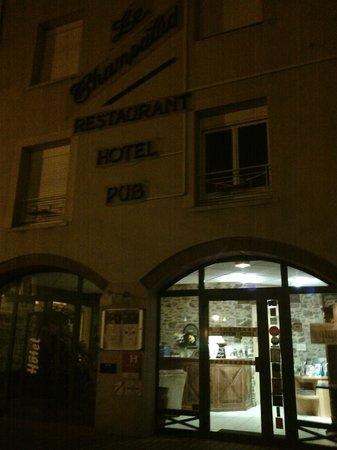 Le Champalud : Façade hôtel