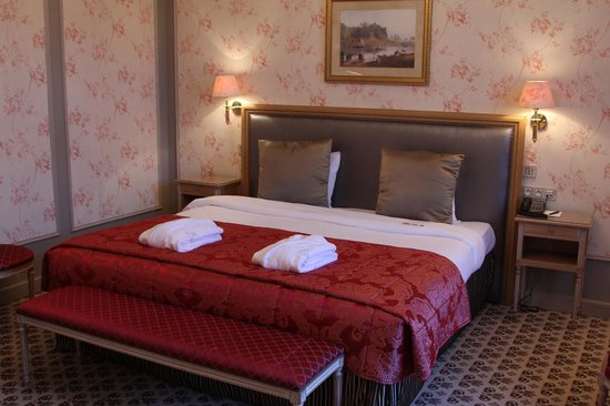 Hotel Metropole: Lovely bedroom with great bed!